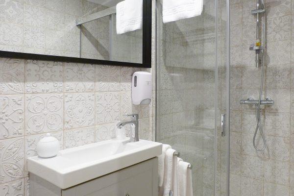 habitacion-doble-interior-carola-lo-bilbao-04